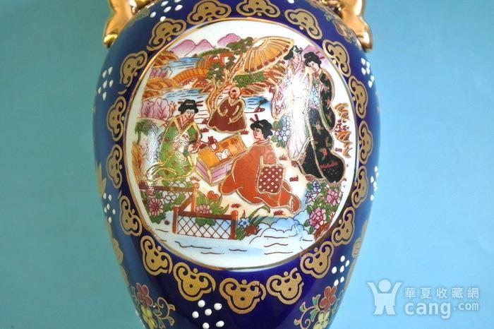 出口瓷,堆料描金侍女双耳瓶图9