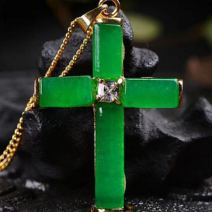 新款翡翠冰种满绿十字架吊坠