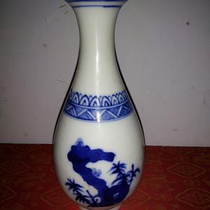 金牌 青花瓷瓶