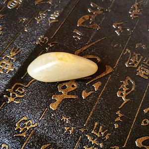 新疆和田洒金皮籽料,挂件原石