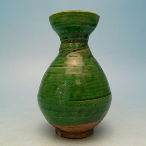 116.明代 绿釉玉壶春瓶