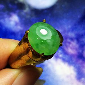 完美无裂冰种满绿大蛋!天然A货翡翠老坑种蓝水飘阳绿蛋面戒指!
