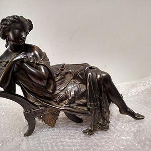 十八世纪欧洲铜雕女士像