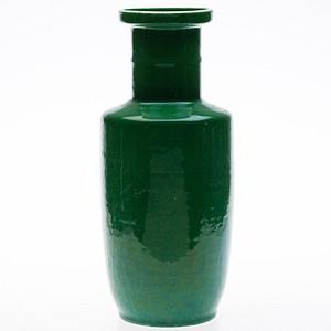 晚清 苹果绿釉棒槌瓶