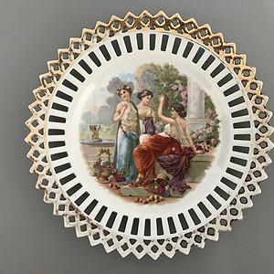 欧洲名瓷:古希腊神话故事人物粉彩缕空花边盘子9