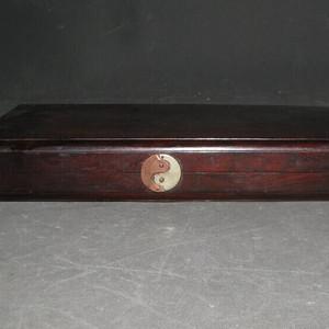 一个比较漂亮的双喜老红木拜贴盒