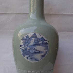 豆青开窗青花菊瓣瓶