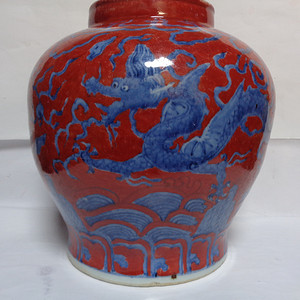 青花矾红龙纹罐