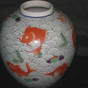清末粉彩鱼藻纹大罐