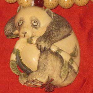 近代名家柳月雕熊猫自然材质挂件
