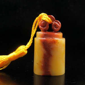 精品 寿山结晶老性红黄白三色芙蓉冻石如意钮