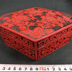 剔红 牡丹纹六方盒