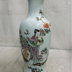 晚清民国 粉彩人物花卉瓶