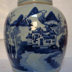 青花山水纹罐