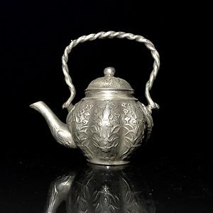 清代老银质小茶壶一把
