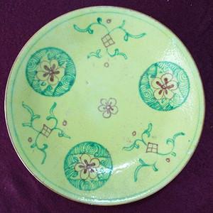 晚清 黄釉皮球花纹盘