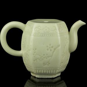 8明代德化窑白釉花卉纹鼓型水注