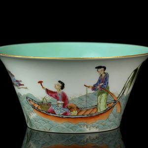 16民国粉彩仙人盛槎纹马蹄碗