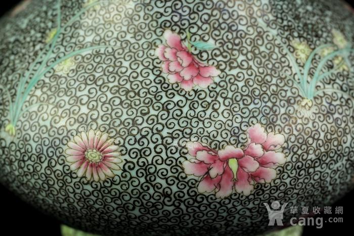 35清中期锦地花卉纹簸箕瓶图8