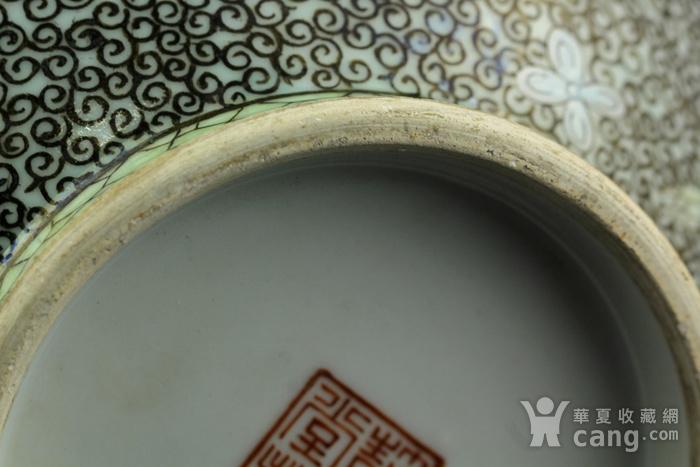 35清中期锦地花卉纹簸箕瓶图9