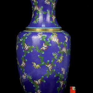 39清晚铜胎掐丝珐琅花卉纹大观音瓶