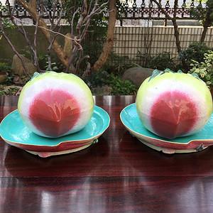 清 粉彩仿生瓷寿桃一对