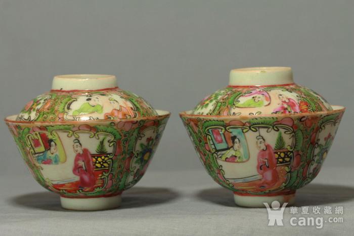 广彩人物花卉纹盖碗图1