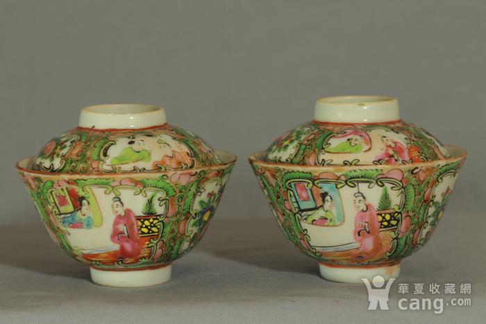 广彩人物花卉纹盖碗图2