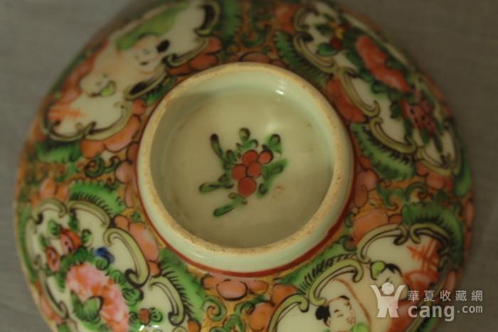 广彩人物花卉纹盖碗图10