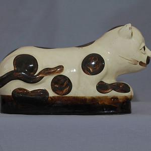清代 磁州窑白地褐点彩猫形枕