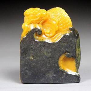 珍品收藏 寿山乌鸦皮田黄石 《鳌龙》钮章