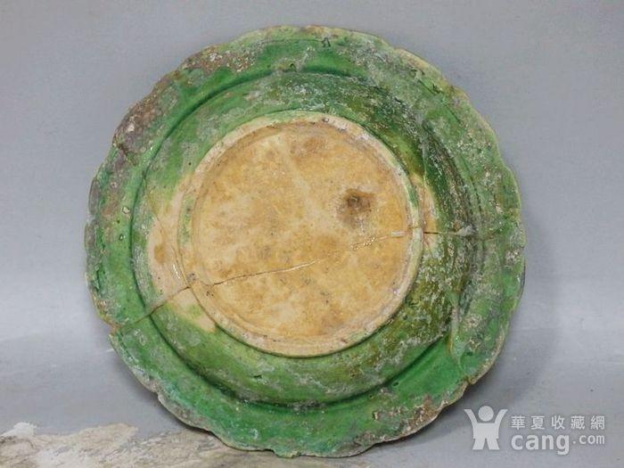 明代绿釉高浮雕莲花边盘图3