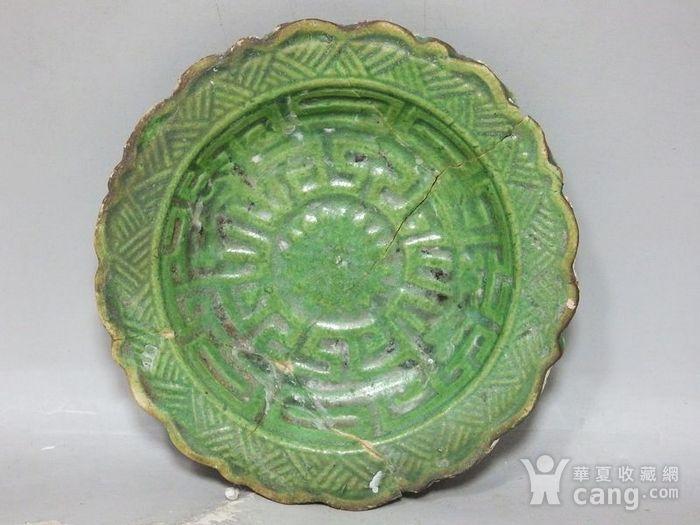 明代绿釉高浮雕莲花边盘图1