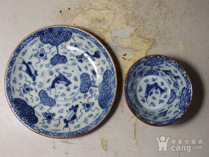 康熙紫金釉青花鱼藻绘画杯碟一套图4