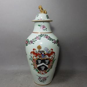 乾隆粉彩徽章绘画绘画梅瓶