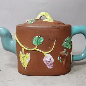 清代紫砂加彩松鼠堆塑执壶