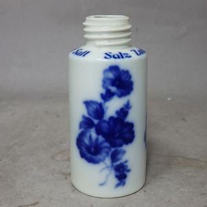 维多利亚时期青花花卉绘画瓶