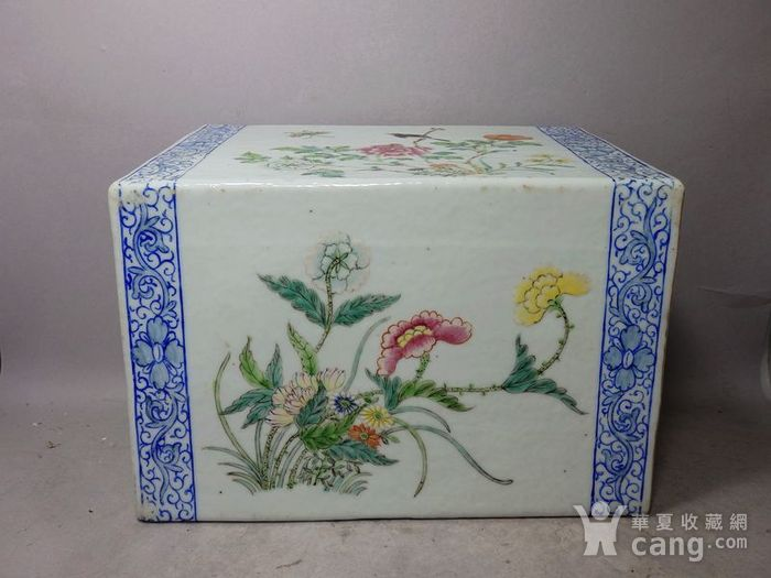 清代粉彩花鸟绘画瓷枕图1