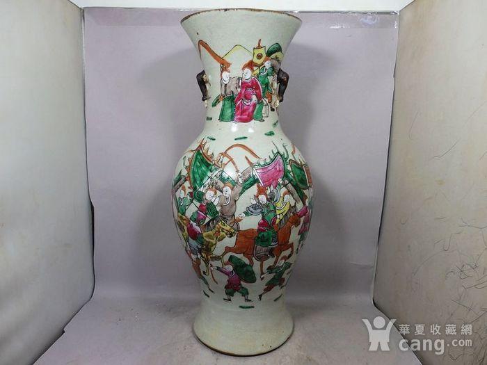 清代大号五彩三国人物绘画观音瓶图2