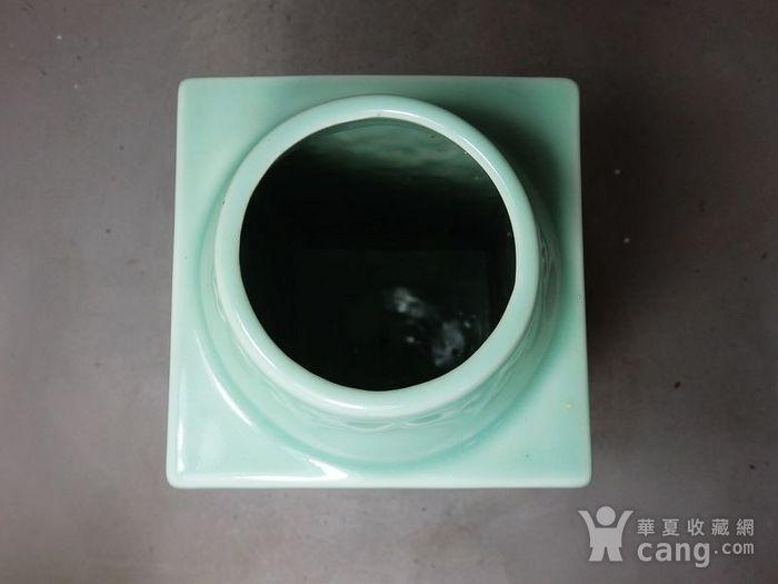 清代豆青四面花卉高浮雕宗瓶图5