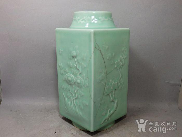 清代豆青四面花卉高浮雕宗瓶图3