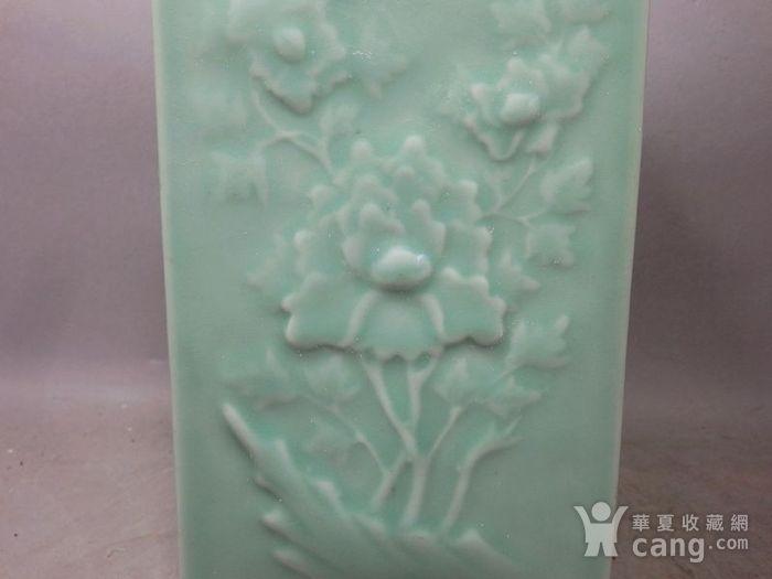 清代豆青四面花卉高浮雕宗瓶图4