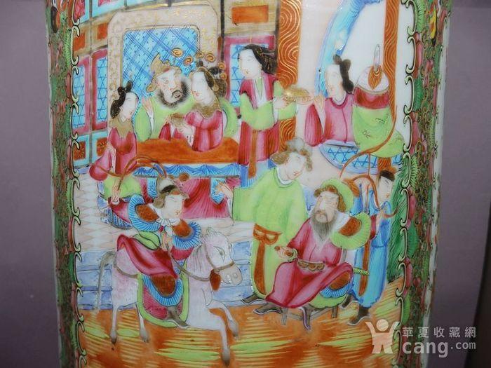 清代大号广彩人物故事开窗堆塑绘画箭筒图6