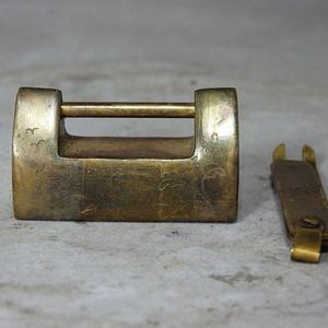 清代花卉雕刻小锁