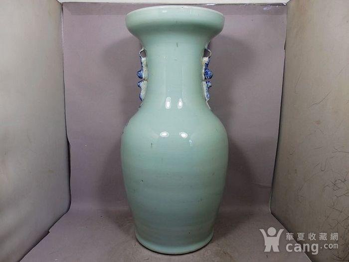 清代豆青青花花卉绘画双耳赏瓶图4