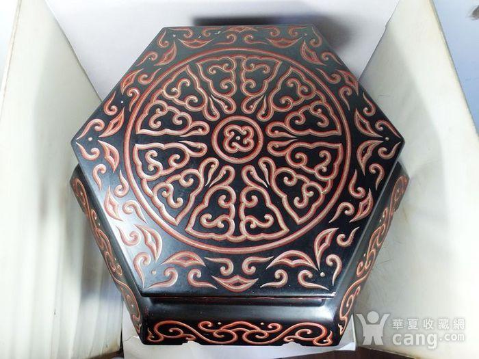 清代大号漆器雕刻六方凳图3