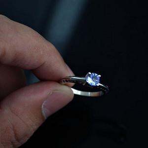 金牌 坦桑石银戒指 天然坦桑石伴镶红宝石925银镀14K金戒指