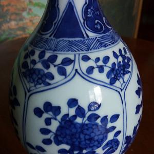 清中晚期:青花花卉長颈瓶