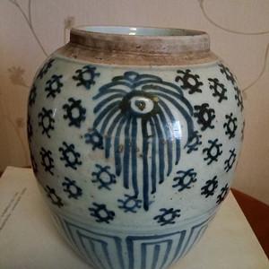 清中晚期:青花花卉罐