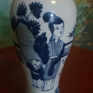 晚清:青花人物观音瓶